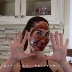 End your night with a sweet treat and a DIY cacao face mask! Cacao is rich in antioxidants which helps to smooth fine fines and fight free radicals! Combine a tablespoon of each cacao powder and honey and teaspoon of cinnamon. Then leave this mask on for ten minutes to instantly give your skin a radiant boost! Please remember to patch test before trying a DIY mask. 🍫❤ #facemask #diy #diyremedies #remedies by @anacarol_pellegrini