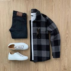 Your current phone battery percentage is what you rate this outfit out of Do you agree? Let me know in the comments below ⤵️ Jacket: Jeans: Shoes: Koio . Smart Casual Outfit, Mens Casual Dress Outfits, Stylish Mens Outfits, Men Dress, Men Casual, Casual Chic, Outfit Grid, Men Style Tips, Mode Style