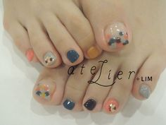 pretty pastel toe nails @ salon in Japan