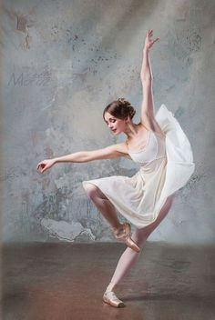 Ballet is a European classical dance that originated in the Italian Renaissance. One of the most important characteristics of ballet is that the actress is… Art Ballet, Ballet Painting, Dance Paintings, Ballet Dancers, Ballerinas, Dance Photography Poses, Dance Poses, Ballerina Photography, Dance Picture Poses