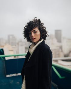 Do you like your wavy hair and do not change it for anything? But it's not always easy to put your curls in value … Need some hairstyle ideas to magnify your wavy hair? Thin Curly Hair, Natural Wavy Hair, Short Wavy Hair, Curly Hair Styles, Bad Hair, Hair Day, Asymmetrical Bob Haircuts, Bob Hairstyles For Fine Hair, Hair Type