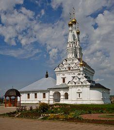 Russia, Vyazma, Иоанно-Предтеченский монастырь и церковь Одигитрии.