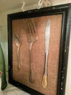 Burlap and Chippy Framed Vintage Kitchen this! So are the pieces glued on, or what? I want to do this in my kitchen with some vintage utensils I have found. It is the how to that has me stuck. Burlap Kitchen, Kitchen Decor, Kitchen Ideas, Burlap Projects, Diy Projects, Diy Table, Kitchen Utensils, Vintage Kitchen, Vintage Decor