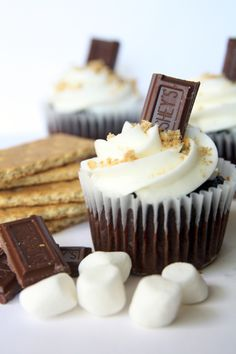 S'more inspired desserts seem to be one of the latest trends right now. The flavor is great for fall because of all of the bon fires and outdoor gatherings. Have a great week! S'mores Cupcak…