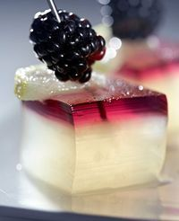 Gin and Blackberry Jello Shots.Mom-a new idea for Christmas jello shots! Jello Shots, Jello Shot Recipes, Dessert Recipes, Party Drinks, Fun Drinks, Yummy Drinks, Yummy Food, Beverages, Yummy Yummy