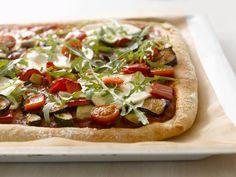 Hier ist Ihrer Kreativität keine Grenze gesetzte! Pizza mit verschiedenem Gemüse - smarter - Zeit: 30 Min.   eatsmarter.de