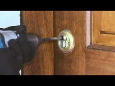 Tutoriel ouverture de porte: comment ouvrir un cylindre de serrure? - YouTube
