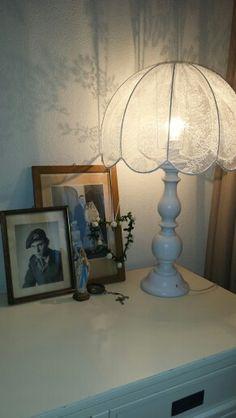 Schemerlamp met kanten lampenkap ** te koop >> facebook pagina > > Brocanterie-Reuver