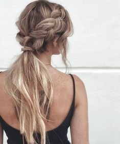 Fancy hairstyles are no much longer restricted to excellent and also refined updos. Today's fancy hairstyles are a great deal much more relaxed. Teen Hairstyles, Wedding Hairstyles, Ponytail Hairstyles For Prom, Bridesmaid Hair Ponytail, Formal Ponytail, Hairstyle Ideas, Fancy Ponytail, Graduation Hairstyles, Ponytail With Braid