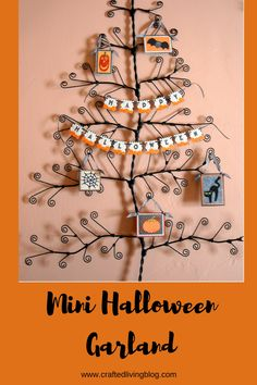Create a spooky Mini Halloween Garland using Cricut cartridges, Creative Memories pumpkins border maker cartridge, patterned paper, book pages and ribbon. Halloween Garland, Halloween Cards, Holidays Halloween, Halloween Diy, Halloween Treats, Cool Cards, Diy Cards, Diy Paper, Paper Crafting