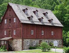 Six Window Loft Barn.Wow what a barn! Barn Living, Country Living, Country Life, Barn Pictures, Barns Sheds, Country Barns, Stone Barns, Farm Barn, Dream Barn