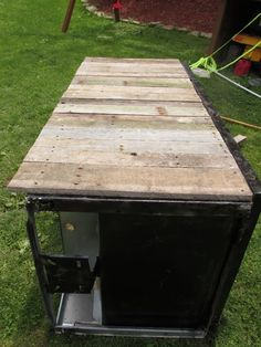 Awesome Rustic Cooler From Broken Refrigerator and Pallets: 11 Steps (with Pictures) Wood Cooler, Patio Cooler, Diy Cooler, Rustic Industrial Furniture, Wood Pallet Furniture, Pallet Wood, Kitchen Furniture, Furniture Design, Outdoor Refrigerator
