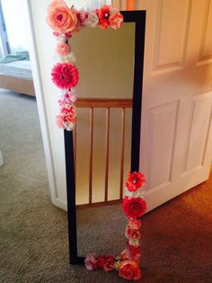 Diy flower mirror for my daughter's room Unicorn Rooms, Unicorn Bedroom, Unicorn Room Decor, My Room, Girl Room, Flower Mirror, Diy Floral Mirror, Decoration Inspiration, Decor Ideas