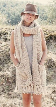 Bij deze het patroon voor de sjaal. De kosten inclusief naalden komen uit op zo'n 45,- euro. Als je twee draadjes alpaca mee breidt wordt ie iets duurder. Nodig: - 600 gram Bulky Lopi creme (of een...