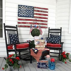 Amazing Of July Decoration Ideas For Front Porch - A fantastic way to add curb-appeal and enjoyment to your home is to freshen up your front porch and give it a facelift. A front porch is one of the fi. Fourth Of July Decor, 4th Of July Decorations, July 4th, Americana Decorations, Holiday Decorations, Trees And Trends, Summer Front Porches, Summer Porch Decor, Living Colors
