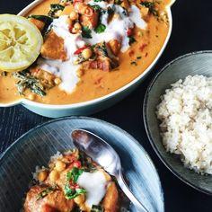 Vi elsker mad hjemme hos os, og det er absolut i alle sine afskygninger. Indian Food Recipes, Vegetarian Recipes, Cooking Recipes, Ethnic Recipes, Enchiladas, Danish Food, Chana Masala, Quinoa, Mozzarella