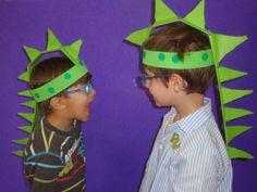 Resultat d'imatges de disfressa drac de sant jordi Diy For Kids, Crafts For Kids, Arts And Crafts, Dinosaur Crafts Kids, St Georges Day, King Queen, Activities For Kids, Drake, March