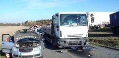 Srážku čtyř aut odnesl jeden řidič. Skončil v nemocnici