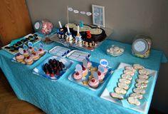 mesa dulce cumpleaños nubes