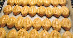 ΥΛΙΚΑ 6 Αυγά 2 κούπες ζάχαρη 1/2 ποτ του κρασιού γάλα 1 κουταλάκι του γλυκού αμμωνία διαλυμένη μέσα στο γάλα 250 γρ φρέσκο βούτυρο λιωμέν... Greek Sweets, Greek Desserts, Greek Recipes, Greek Cookies, Cookie Recipes, Dessert Recipes, Rice Desserts, Easter Recipes, No Bake Cake
