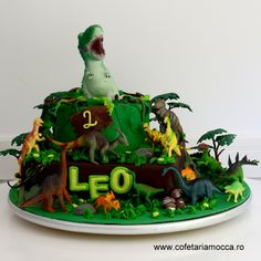 Jungle cake for kids with dinosaurs Jungle Cake, Mocca, Dinosaurs, Birthday Cakes, Affair, Costumes, Sweet, Desserts, Kids