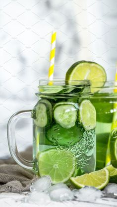 Summer detox drink with cucumber and lime, the concept of refreshing drinks. Foo… Summer detox drink with cucumber and lime, the concept of refreshing drinks. Mojito, Refreshing Drinks, Cold Drinks, Beverages, Summer Detox, Summer Fruit, Summer Food, Slushies, Coffee Break