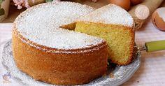 La torta 4-4 quattro quarti una torta soffice, morbida e umida perfetta per la colazione o la merenda ma anche ottima base da farcire.