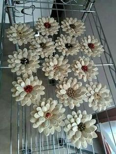 Best 11 Beautiful flower bouquet with pine cones – SkillOfKing.Com Best 11 Beautiful flower bouquet with pine cones – SkillOfKing. Nature Crafts, Fall Crafts, Christmas Crafts, Arts And Crafts, Diy Crafts, Homemade Christmas, Christmas Christmas, Paper Crafts, Christmas Ornaments