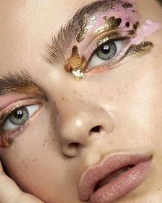 "Stunning . . . #Repost @retouchingacademy ・・・ ""Midas Touch"" is a macro beauty story submitted by RA community makeup artist @jessi_makeup for our Saturday inspiration.⠀ Photo: @sarahbrownphoto⠀ Model: @anyashelmerdine of @elite_london⠀ Beauty: @jessi_makeup⠀ Publication: @thearcadiaonline⠀ Brands: @smashboxcosmeticsuk @mehronmakeup⠀ Studio: @smashboxstudios⠀ ⠀ #skinfetish #skinretouch #macrobeauty #thearcadia #elitelondon #smashbox⠀ #beautyeditorial #beautyphotography #retouching…"
