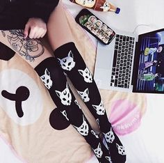 Killstar Purrfect Socken - Clothing styles and such - Cats Mode Alternative, Alternative Fashion, Glam Rock, Dark Fashion, Gothic Fashion, Mode Lolita, Regina George, Creepy Cute, Pastel Goth