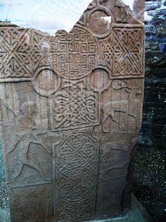 Pictish stone at Eassie [Four round pillars of the Firmament and the Firmament in the center]