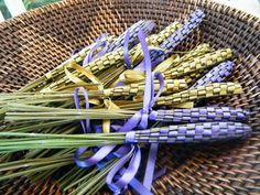 How to Make Lavender Wands @Kelly Beeson we need to make these with all of your lavender bushes!!