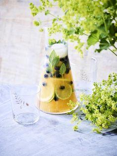 Fresh Lemonade Recipe, Lemonade Bar, Summer Drinks, Cocktail Drinks, Summer Food, Tea Smoothies, Food Now, Healthy Water, Happy Foods