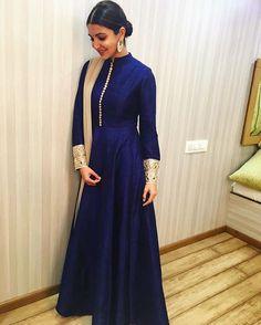 WEBSTA @ mmalhotraworld - @anushkasharma taking festive minimalism a notch higher in #ManishMalhotraLabel.@manishmalhotra05 #AnushkaSharma #Minimalism #Elegant #AeDilHaiMushkil #Gold #Blue #FlowyStyled by @alliaalrufai