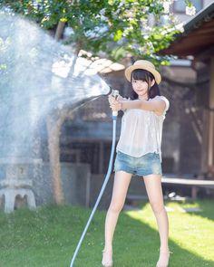 🐣天瀬音羽🐥さんはInstagramを利用しています:「* * * 真夏の水遊び🚿 * * * スクロールしてね! * #photography #portrait #ポートレート #ポトレ #水遊び #ショーパン #ショーパンコーデ #カンカン帽」 Live Girls, Girls In Love, Cute Asian Girls, Beautiful Asian Girls, Prity Girl, School Girl Japan, Fresh Girls, Cute Japanese Girl, Cute Young Girl
