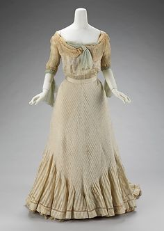 Evening dress Designer: Raoul Lafontan Date: 1900–1903 Culture: French Medium: silk Accession Number: 2009.300.3308a, b