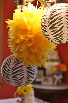 Holding a lion king/jungle party and need decorations? Hakuna Matata! These puffy paper balls are the perfect accessory...