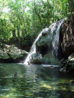 Cascada de Agua Caliente en Finca El Paraíso