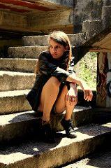 Belleza en ruinas // Beauty in ruins (tinapinto29111) Tags: old woman building girl beauty mujer model ruins photoshoot edificio modelo