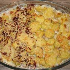 Sütőben sült hagymás krumpli sok sajttal: krémes és pikáns | Viktória Vas receptjeCookpad receptek Potato Salad, Macaroni And Cheese, Chips, Food And Drink, Potatoes, Ethnic Recipes, Mac Cheese, Potato Chip, Potato