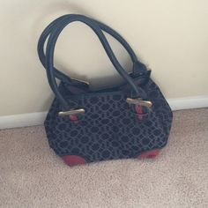 Tignanello shoulder bag Cute shoulder bag with grey logo and red leather corners Tignanello Bags Shoulder Bags