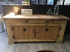 Établi avec portes et tiroir Vintage : Si vous aimez le style industriel vous allez être séduit par son élégance et tous ces détails qui font de ce meuble une exception !