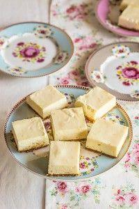 pastelitos de limon No Bake Desserts, Delicious Desserts, Yummy Food, Fondant Cakes, Cupcake Cakes, Chilean Recipes, Cakes And More, Sans Gluten, No Bake Cake