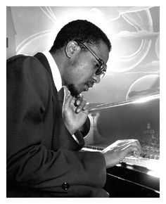 Thelonious Monk - American jazz pianist and composer, considered one of the giants of American music. Photo by Herman Leonard, NYC, 1949 John Lee Hooker, Diahann Carroll, Jazz Artists, Jazz Musicians, Blues Artists, Louis Armstrong, Miles Davis, Jazz Composers, Vaughan