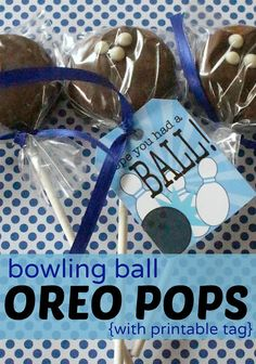 Bowling Ball Oreo Pops with printable tag - perfect as a party favor!