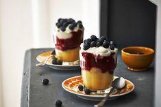 Eén van de lekkerste toetjes: vanillevla met yoghurt en een fruitige saus - Recept - Vlaflip - Allerhande