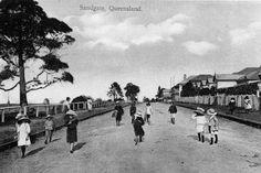 Children walking along Eagle Terrace at Sandgate, Brisbane, ca. Brisbane Queensland, Brisbane City, Queensland Australia, Historical Sites, Historical Photos, Glasshouse Mountains, Saint Helena Island, Paranormal Romance Series, Beach Aesthetic