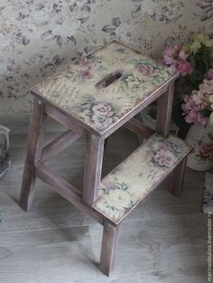 Mobili per decoupage – Recycled Furnitures Ideas Decoupage Wood, Decoupage Furniture, Decoupage Vintage, Hand Painted Furniture, Paint Furniture, Furniture Projects, Furniture Makeover, Furniture Making, Small Furniture