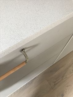 Kvik Modu kitchen + Kvik white stone countertop | Floor Kährs Oporto Stone Countertops, White Stone, Kitchen Inspiration, Flooring, Port Wine, Wood Flooring, Floor