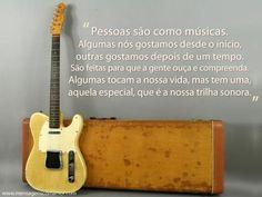 """""""Pessoas são como músicas. Algumas nós gostamos desde o início, outras gostamos depois de um tempo. São feitas para que a gente ouça e compreenda. Algumas tocam a nossa vida, mas tem uma, aquela especial, que é a nossa trilha sonora."""" #Mensagens #Musica #Pessoas"""